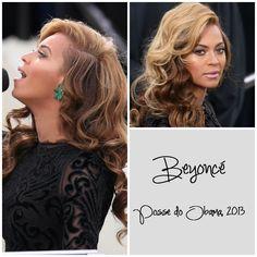 Ontem, na cerimônia de posse do Barack Obama, Beyoncé preferiu dar destaque aos olhos com delineador, quem já fez igual?