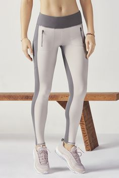 Not quite a trouser, not quite a legging, this must-own hybrid is a style you'll want to get behind. Get ready for a polished colorblock design, convenient fron Best Leggings For Women, Girls In Leggings, Kate Hudson, Yoga Fashion, Fitness Fashion, Fitness Style, Mode Yoga, Mode Des Leggings, Treggings