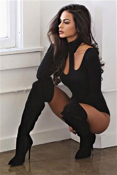 Sexy long boots on gorgeous lady Sexy Outfits, Sophia Miacova, Style Feminin, Sexy Women, Femmes Les Plus Sexy, Sexy Boots, Black Boots, Sensual, Ideias Fashion