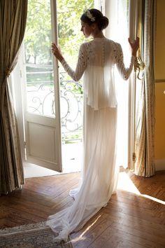 Camisa que se quita y se ve el vestido de Leia Hafzi