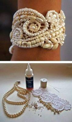 Maak een leuke armband door kralen op een stuk kant te plakken en of te naaien. Maak vast met een leuk lint of sluiting.
