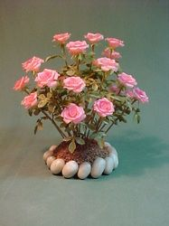 Dollhouse Miniatures by Barb Plevan Amazingly realistic, detailed scale rose bush. Dollhouse Miniatures by Barb Plevan Miniature Plants, Miniature Fairy Gardens, Clay Flowers, Paper Flowers, Fairy Garden Furniture, Garden Bed, Mini Plants, Fairy Garden Accessories, Miniture Things