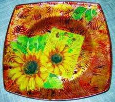 piatto in vetro con girasoli