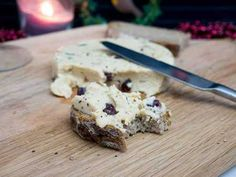 vegan cheese -cranberry, spreadable, perfect for a vegan Christmas Best Vegan Cheese, Vegan Cheese Recipes, Dairy Free Cheese, Dairy Free Recipes, Cashew Cheese, Cheese Fruit, Gluten Free, Vegan Lunches, Vegan Snacks