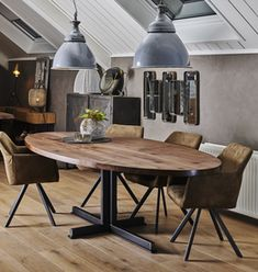 Ovale eettafel Beau New Homes, Dining Table, House Design, Living Room, Olie, Inspiration, Furniture, Home Decor, Nice Things