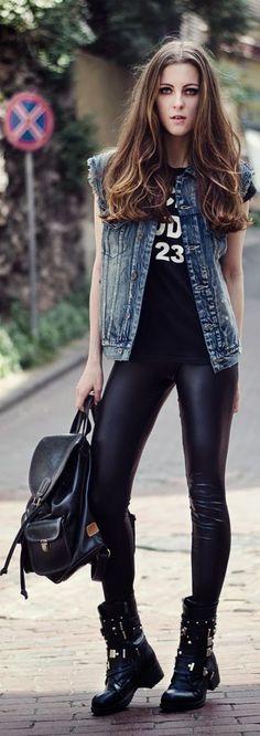 Os coturnos/botas são acessórios que eu AMO, eles deixam o look mais descontraido e sempre combinam com aquela calça skiny e a blusa da sua banda favorita.
