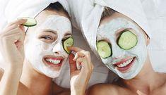 Οι καλύτερες φυσικές μάσκες προσώπου με σπιτικά υλικά, όπως μέλι, γιαούρτι και αβγό, για τέλεια περιποίηση, ενυδάτωση και λάμψη.