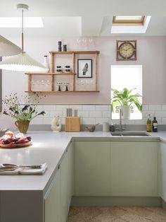 Kitchen Set Up, Green Kitchen, Open Plan Kitchen, Kitchen Colors, Kitchen Dining, Pink Kitchen Paint, Pink Kitchen Decor, Studio Kitchen, Kitchen Cabinets