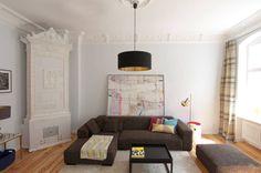 Altbau trifft klassische Moderne in diesem Wohnzimmer, das von Eyrich Hertweck Architekten geplant wurde. https://www.homify.de/ideenbuecher/39370/wohnzimmer-streichen-in-10-inspirierenden-farben