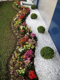 30 Best Front Yard And Backyard Landscaping Ideas on A Budget vorgarten 30 Best Front Yard And Backyard Landscaping Ideas on A Budget Landscaping With Rocks, Front Yard Landscaping, Landscaping Ideas, Mulch Landscaping, Landscaping Borders, Inexpensive Landscaping, Backyard Ideas, Backyard House, Garden Edging