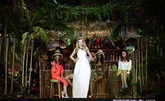 Em clima tropical, modelos apresentam a coleção de verão 2014 da DSquared 2 na Semana de Moda de Milão, na Itália.