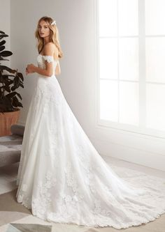 White One Bridal Is Straight Up Made for Millennials - New Pronovias Brand White One Is Straight Up Made for Millennials - Pronovias Wedding Dress, Wedding Dress Necklines, Lace Wedding Dress, Beautiful Wedding Gowns, Dream Wedding Dresses, Dress Lace, Color Ivory, Wedding Dress Pictures, A Line Gown