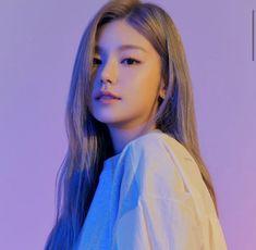 Yeji for Andar 2020 Kpop Girl Groups, Korean Girl Groups, Kpop Girls, K Pop, Ulzzang Girl, Aesthetic Girl, K Idols, South Korean Girls, Aesthetic Pictures