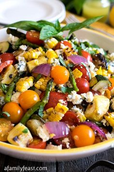 Grilled Summer Vegetable Salad - A Family Feast-Grilled Summer Vegetable Salad - Herb-infused oils used to grill summer vegetables, plus a terrific homemade dressing! This is summertime in a bowl! Veggie Recipes, Cooking Recipes, Healthy Recipes, Summer Vegetable Recipes, Healthy Salads, Summer Grilling Recipes, Delicious Recipes, Recipes For The Grill, Grilled Recipes