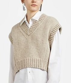 Vest Outfits, Casual Fall Outfits, Cute Outfits, Fashion 2020, Look Fashion, Fashion Outfits, Womens Fashion, Knitwear Fashion, Crochet Fashion