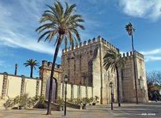 CASTLES OF SPAIN - Alcázar de Jerez de la Frontera, de origen almohade. A mediados del siglo XI, Sherish/Jerez jura fidelidad al clan bereber de los Banu Jizrun, gobernantes de la taifa de Arcos (Arcos de la Frontera). En el s.XII, rebelados contra los almorávides, Sherish se proclama taifa independiente. A partir de 1146 Sherish es fiel a los almohades, que controlan Al Andalus. En 1264, Alfonso X el Sabio incorporó definitivamente la ciudad y su reino a la Corona de Castilla.