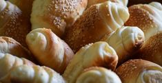 Is that high protein bread really worth it? -- High-protein food products are in fact taking off, since the incidence of protein-packed everything from snacks to coffee creamer! Learn what you should watch out for Protein Bread, Protein Pack, Protein Foods, Comida Israeli, Israeli Food, Baked Pasta Recipes, Baking Recipes, Dessert Recipes, Chicken Nuggets
