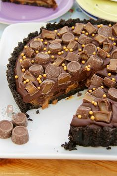 A delicious No-Bake Rolo Tart that will be the perfect Showstopper for any occasion! SO, I thought it was time for something delicious. After the success of my No-Bake Caramel Rolo Cheesecake, I thought it was time for another Rolo recipe as you all seem to LOVE them! Like, I can't deny it.. I love Rolo recipes! Yum. But anyway… I wanted it to be another No-Bake recipe for now as I was craving a delicious dessert, and I find baking with Rolos tricky because of the caramel in them. I decided…
