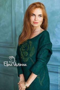 Купить или заказать Валяное платье 'Lush Meadow' в интернет-магазине на Ярмарке Мастеров. Один из фаворитов этого года изумрудно-зеленый цвет. 'Сочные луга' - вот дословный перевод этого модного оттенка. Очень красивое платье. Глубокий насыщенный цвет, богатая фактура, ручная вышивка бисером - в этом платье есть все, чтобы привлекать внимание. Платье бесшовное. Изготовлено способом мокрого валяния из мериносовой шерсти и волокон вискозы.