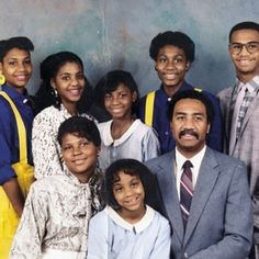 Look at Toni Braxton and all her sisters with their original blackpeople noses. I wonder if this was Sears Family Portrait Studio… Toni Braxton, Family Matters, Family Values, Black Love, Black Is Beautiful, Black Art, Beautiful Things, Black Celebrities, Celebs