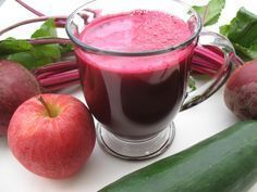 Beetroot juice is naturally sweet in taste with a plethora of health benefits. Drinking beetroot juice can provide you several health benefits including reduced blood pressure. Juicer Recipes, Smoothie Recipes, Natural Cures, Natural Health, Natural Treatments, Beetroot Juice Benefits, Healthy Drinks, Healthy Recipes, Healthy Foods