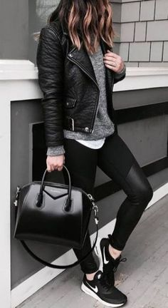 Leather jacket become popularas it can be worn at all the times at any places.When you wear a layer blouses or sweaters, a leather jacket is the perfect way to tie the outfit together. Best Leather Jackets, Leather Jacket Outfits, Leather Jeans, Leather Leggings, Casual Summer Outfits, Winter Outfits, Casual Winter, Dress Casual, Winter Chic
