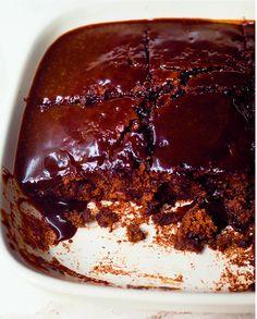 Nigella Lawson's sticky toffee pudding. Nigella Sticky Toffee Pudding, Sticky Date Pudding, Sticky Toffee Cake, Flan, Salted Caramel Ice Cream, Snacks Für Party, Comfort Food, Pudding Recipes, Pavlova