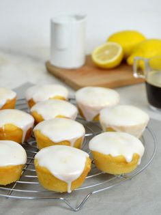 Receta paso a paso para preparar unos deliciosos bizcochitos de limón ¡Super fáciles! Y muy jugosos Lemon Recipes, Sweet Recipes, Stand Mixer Recipes, Cooking Time, Cooking Recipes, Tasty, Yummy Food, Dessert Recipes, Desserts
