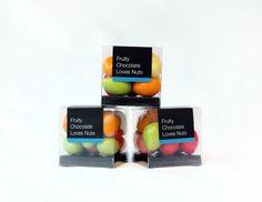 Vårt nya förpackningskoncept Fruity Chocolate Loves Nuts är italienska utsökta torittomandlar doppade i vit choklad och har olika smaker och vackra färger. Läs mer här: http://beriksson.net/vara-varumarken/mucci  #FruityChocolateLovesNuts #Mucci #Beriksson #choklad #konfektyr