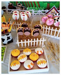 Cookies and cupcakes Farm Animal Party, Farm Animal Birthday, Farm Birthday, 2nd Birthday Parties, Farm Themed Party, Barnyard Party, Farm Party, Farm Cake, Birthdays