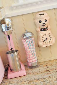shabby shake maker, straws & clock
