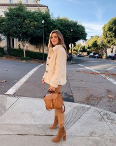 STYLE: Autumn & Winter Coats and Jackets every Fashionista Needs… – daisychain daydreams… Stylish Outfits, Winter Outfits, Cute Outfits, Stylish Clothes, Gal Meets Glam, Free People Jacket, Beige, Daily Look, Autumn Winter Fashion