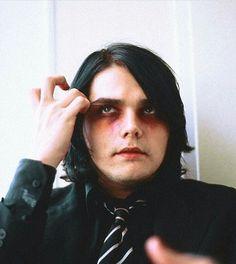 Gerard Way is beautiful. And I love his makeup! ❤❤❤