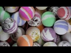 BATH BOMBS 1 cup baking soda cup cornstarch cup citric acid (try your winemaking store for this) cup thick sea salt (optional) cup grated cocoa butter (optional) Extras: Food colouring, herbs, essential oils or fragrances. Making Bath Bombs, Best Bath Bombs, Baking Soda Bath, Baking Soda For Hair, Homemade Beauty, Homemade Gifts, Diy Beauty, Homemade Bath Bombs, Bath Fizzies