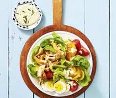 Buffalo Chicken Cobb Salad: Finally, a salad you can actually look forward to eating. Is it 1 o'clock yet? Click through for more healthy lunch ideas. Healthy Salad Recipes, Healthy Foods To Eat, Healthy Eating, Clean Foods, Health Recipes, Vegan Recipes, Easy Egg Recipes, Easy Chicken Recipes, Quick Healthy Lunch