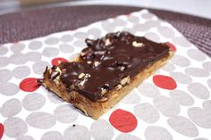 A healthy version of Snickers Protein Bars. Very easy to make, no-bake, gluten-free and delicious. Perfect for snacks.