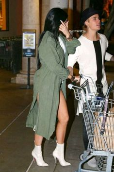 Kylie Jenner wears hotpants for a trip to the grocery store - Celebrity Fashion Trends Justin Bieber Y Kylie Jenner, Kylie Jenner Fotos, Trajes Kylie Jenner, Estilo Kylie Jenner, Kylie Jenner Outfits, Kylie Jenner Style, Kendall And Kylie Jenner, Kyle Jenner, Baddie