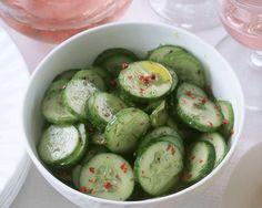 SchnellerGurkensalat mit Chili | http://eatsmarter.de/rezepte/gurkensalat-mit-chili