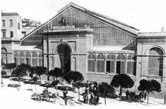 Il mercato, visitato da Lawrence nel 1921 e descritto nella sua opera Mare e Sardegna, era formato da due fabbricati distinti e separati da una strada.