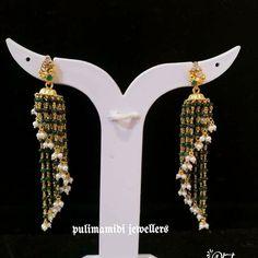 Gold Jhumka Earrings, Jewelry Design Earrings, Gold Earrings Designs, Emerald Jewelry, Gold Jewellery, Mini Hoop Earrings, Small Earrings, Antique Jewellery Designs, Simple Jewelry