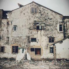 where do ghosts live no. 3, or eleven odd-shaped windows.