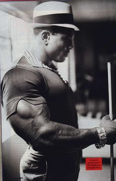 Sergio Oliva was a top tier legendary bodybuilder who was before his time. He had a physique which rivaled Arnold's but never got the deserved recognition granted to Arnold due to bias and IFBB corruption. He was also a Chicago police officer. Arnold was Mr Olympia, Bodybuilding Workouts, Bodybuilding Motivation, Police Academy Training, Club Sportif, 7 Workout, Workout Routines, Workout Fitness, Muscle Fitness