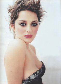 Marion Cotillard.Love her!She's so beautiful and talented!I love her make up in this picture!