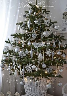 Top Silver And White Christmas Decoration Ideas - Christmas .-Top Silver And White Christmas Decoration Ideas – Christmas Celebration – All about Christmas Top 40 Silver And White Christmas Decoration Ideas Christmas Celebrations - Small Christmas Trees, Beautiful Christmas Trees, Noel Christmas, All Things Christmas, White Christmas, Christmas Lights, Christmas Mantles, Victorian Christmas, Xmas Tree