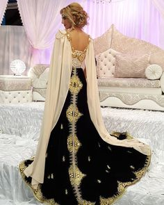 Prestation ziana 😍😍😍 . Bonne soirée mes beautés !! Big kiss 💋❤❤ #ziana #ziananora #negafa #bridalmakeup#bridalstyling #bride #bridalstyling #dress #wedding #algerienne #arabicdress #wedding #karakou #algerienne #henna #beauty #beautyblogger #beauty #caftan #takchita #dubai #picoftheday #new #instaoftheday #instadaily #glam #insta