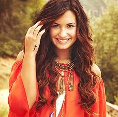 Demi lovato red brown hair with highlights
