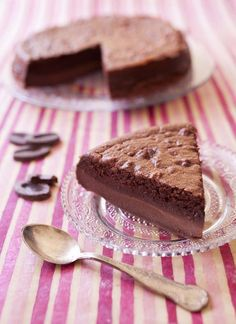 Gâteau magique au chocolat Köstliche Desserts, Best Dessert Recipes, Sweet Recipes, Delicious Desserts, Cake Recipes, Yummy Food, Best Chocolate Cake, Chocolate Desserts, Magic Chocolate