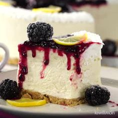 White chocolate raspberry cake will be your new go-to dessert. It features sweet white chocolate cak Köstliche Desserts, Dessert Recipes, Oreo Dessert, Blackberry Recipes, Blackberry Cheesecake, Oreo Cheesecake, Blueberry Cake, Strawberry Cheesecake Recipes, White Chocolate Cheesecake