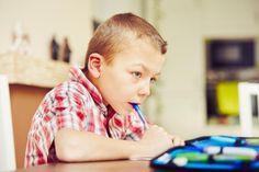 Diktáty pre druhákov môžete s deťmi trénovať aj doma. Ideálne je, ak pred tým pochopíte, ako ich pravopis hodnotí učiteľka.