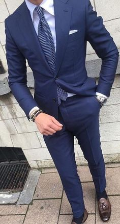 💗Excellent info on buying a custom suit online! Mens Fashion Blog, Mens Fashion Suits, Style Fashion, Fashion Hats, Mens Suits Style, Fashion Trends, Womens Fashion, Mode Masculine, Blue Suit Men